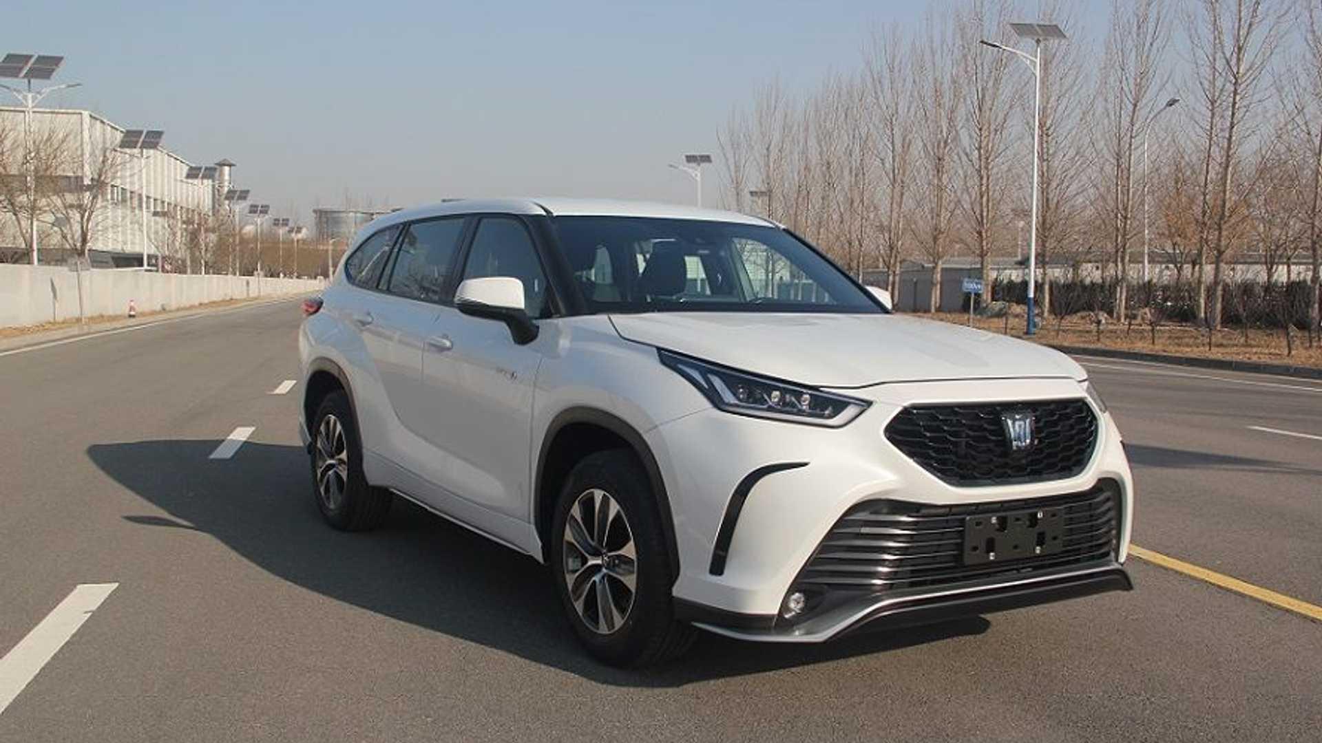 SUV Toyota Crown 2022 lộ diện với thiết kế khá giống Highlander