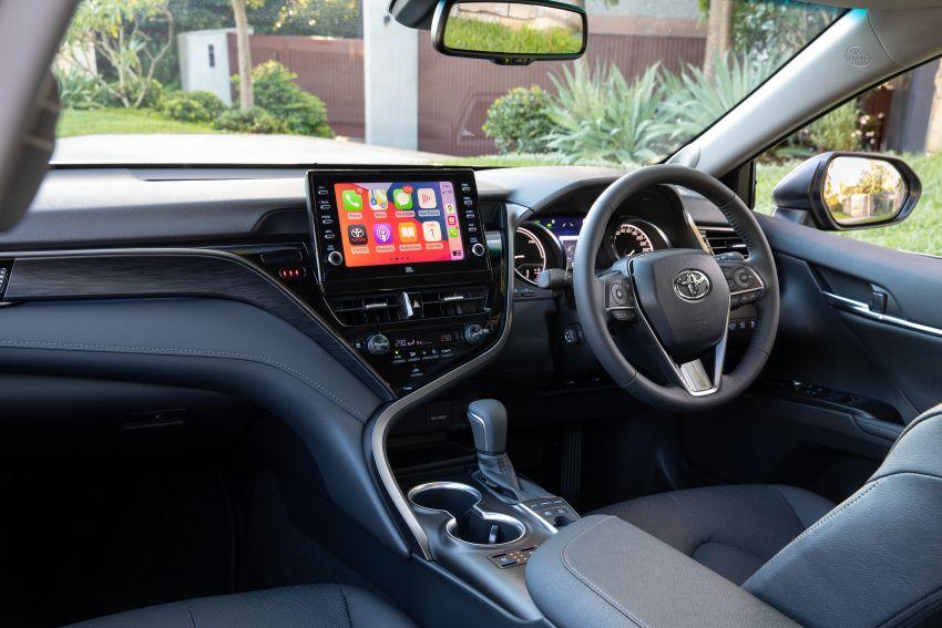 Toyota Camry 2021 nâng cấp ra mắt tại Australia, giá từ 23.920 USD 2021-toyota-camry-facelift-in-australia-11-850x567.jpg