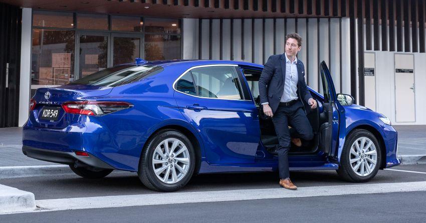 Toyota Camry 2021 nâng cấp ra mắt tại Australia, giá từ 23.920 USD 2021-toyota-camry-facelift-in-australia-6-850x445.jpg