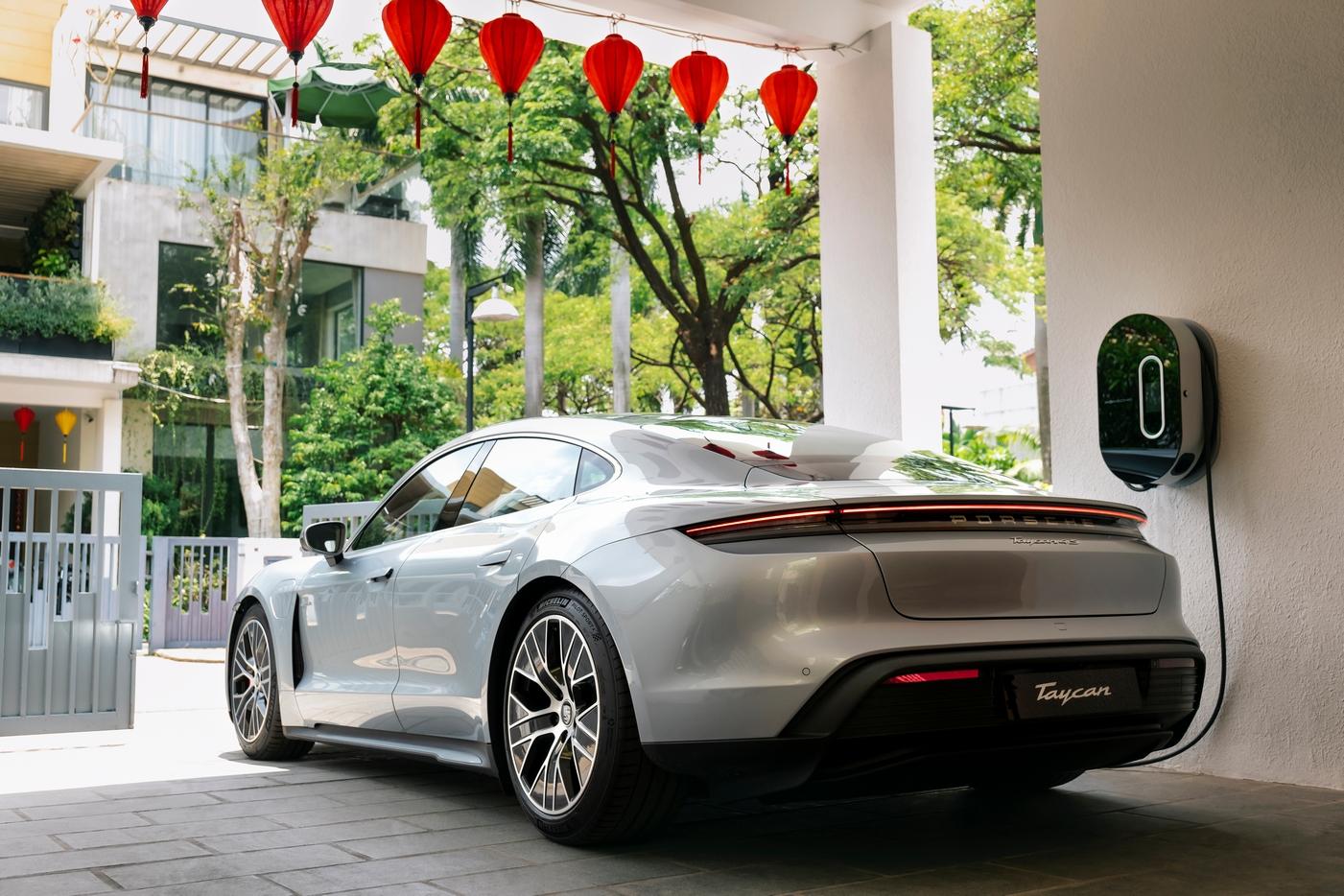 Những chiếc Porsche Taycan đầu tiên được giao đến khách hàng Việt Porsche Taycan (5).jpg