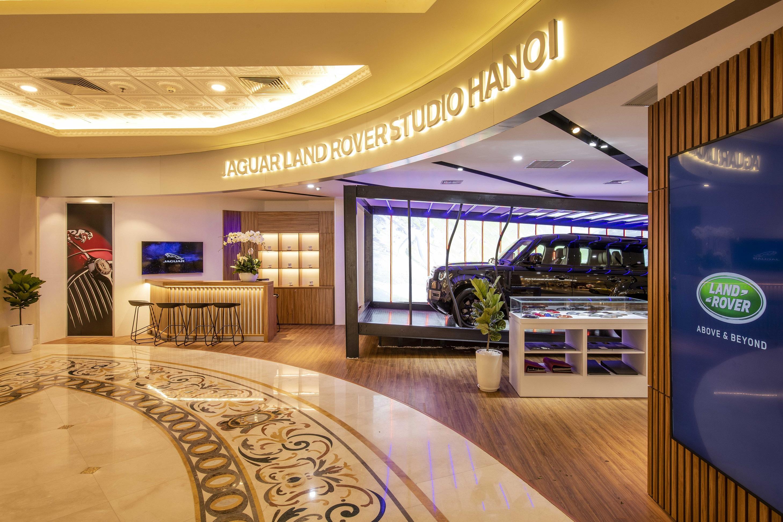 Không gian trưng bày mới của Jaguar Land Rover tại Tràng Tiền Plaza jlr-showroom-trang-tien-40.JPG