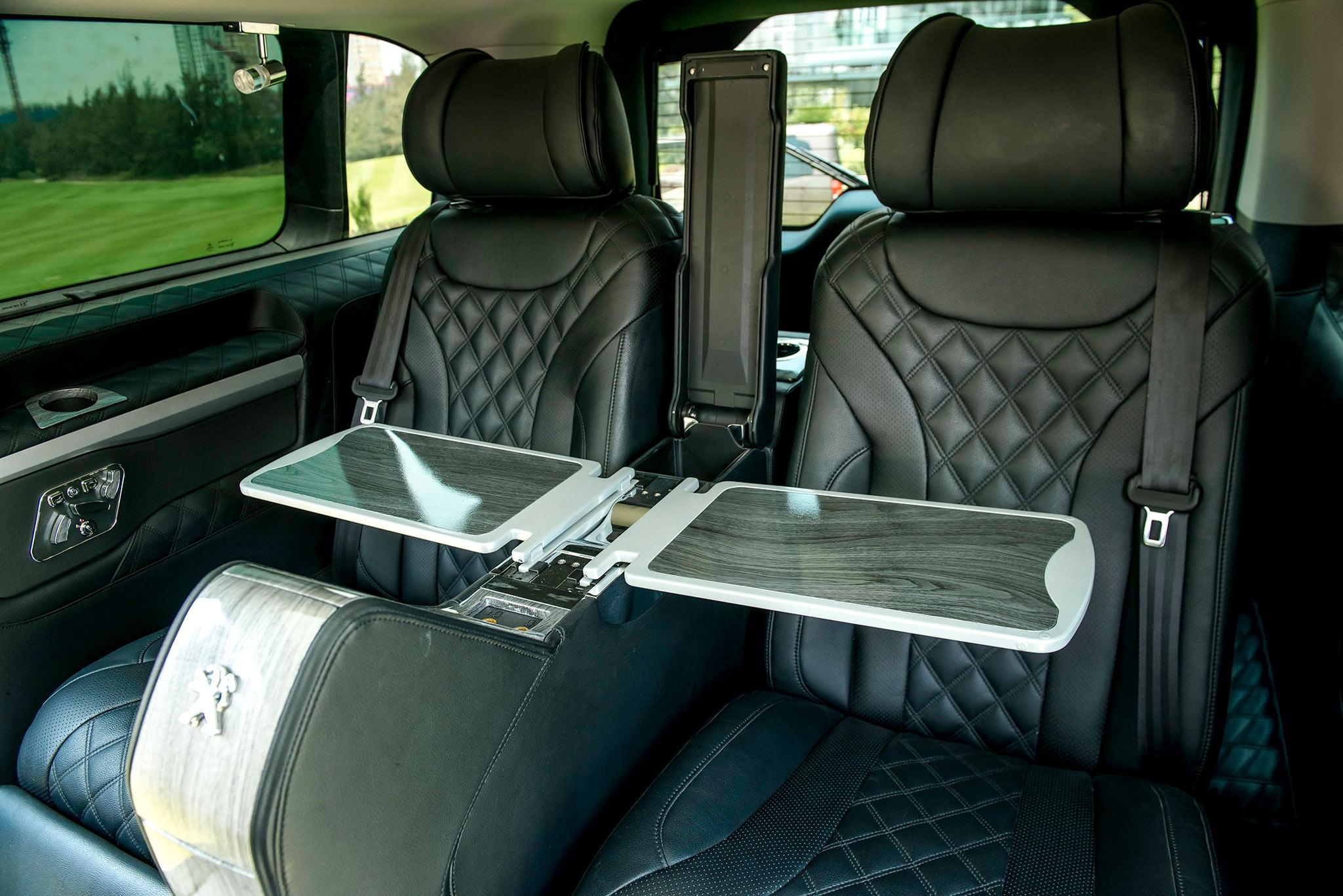 Doanh nhân thành đạt cần gì ở một chiếc xe cho riêng mình? peugeot-traveller-chi-tiet-noi-that62.jpg