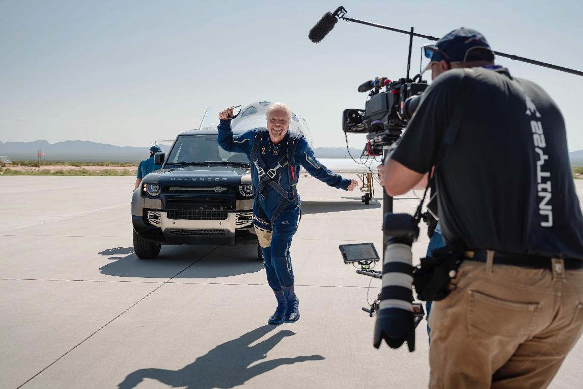 Land Rover hỗ trợ Virgin Galactic trong chuyến bay lên không gian đầu tiên Land Rover hỗ trợ Virgin Galactic trong chuyến bay lên không gian đầu tiên (1).jpg