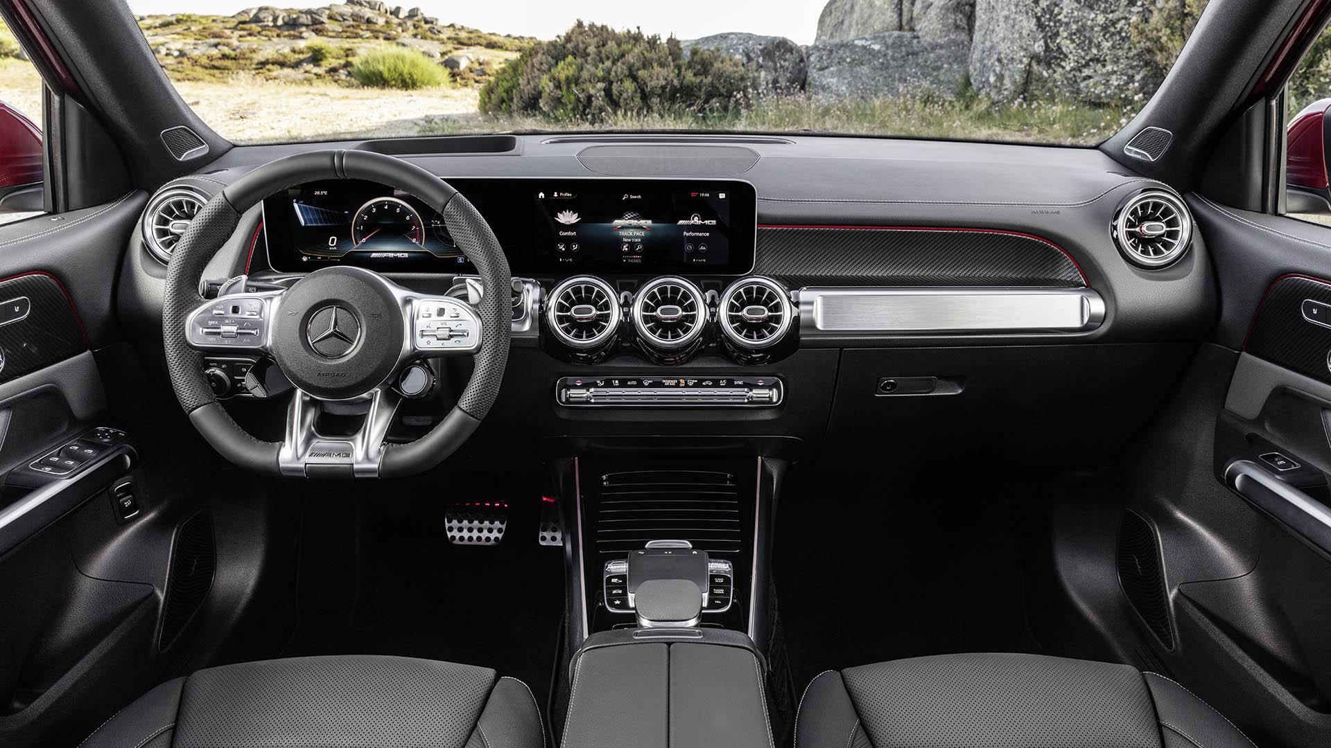 Mercedes-AMG GLB 35 4MATIC ra mắt tại Việt Nam, giá 2,69 tỷ đồng khoang-lai-glb-35-4matic-dam-chat-hien-dai.jpeg