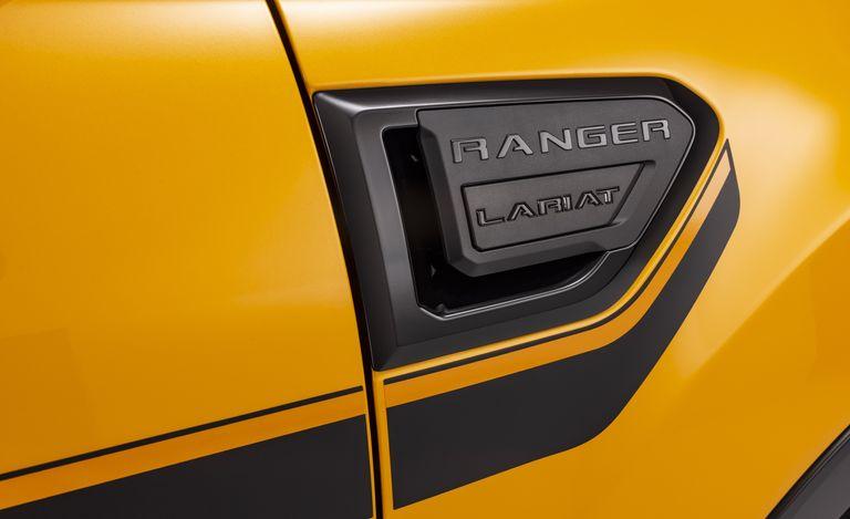 Ford Ranger 2022 có thêm gói trang bị đặc biệt từ những năm 90 2022-ranger-splash-package-09-1630460323.jpeg