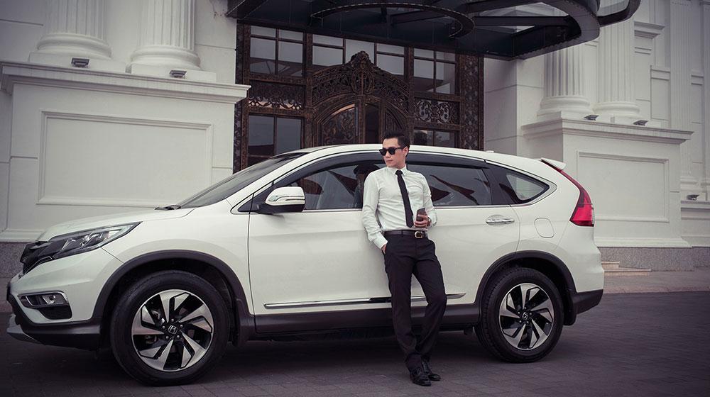 Diễn viên Việt Anh cá tính bên Honda CR-V bản đặc biệt