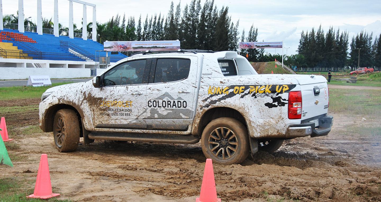 Lái thử Chevrolet Colorado trên đường đua