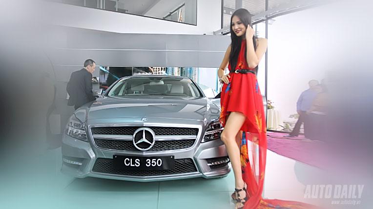 Sao quý phái bên xe Mercedes-Benz