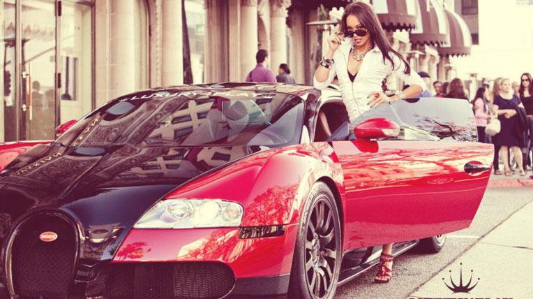 Người đẹp đọ dáng với Bugatti Veyron