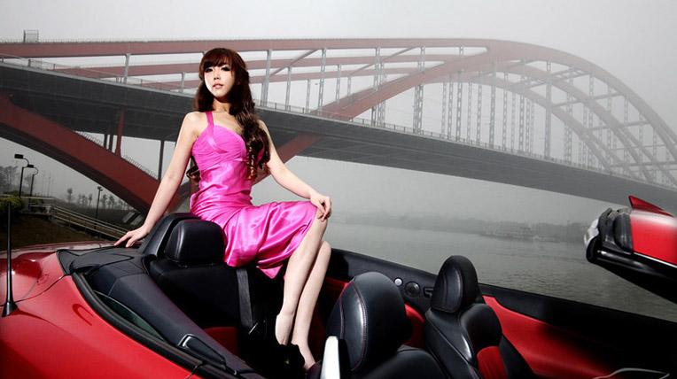 Bóng hồng duyên dáng với Lexus