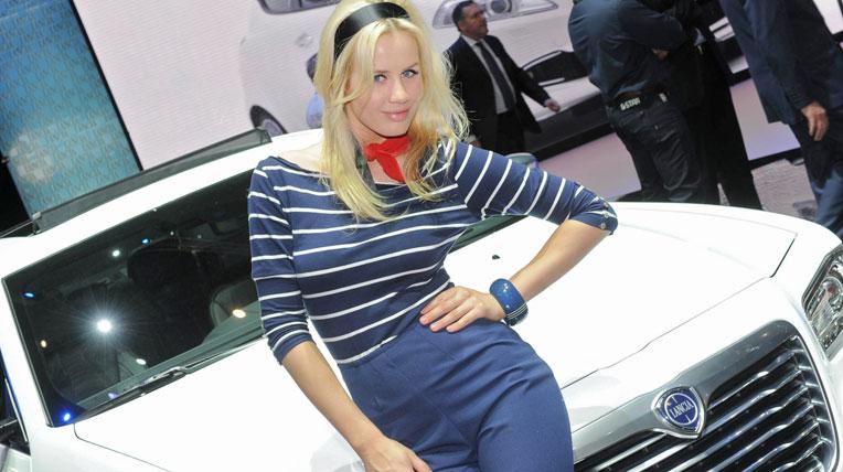 Mãn nhãn chân dài triển lãm ôtô Geneva 2012