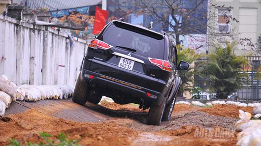 Phấn khích cùng Mitsubishi Pajero Sport - 4