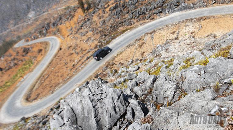 Toyota Fortuner trên đỉnh Lũng Cú