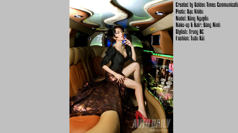 """Người đẹp hóa """"yêu nữ"""" trong xe Limousine"""