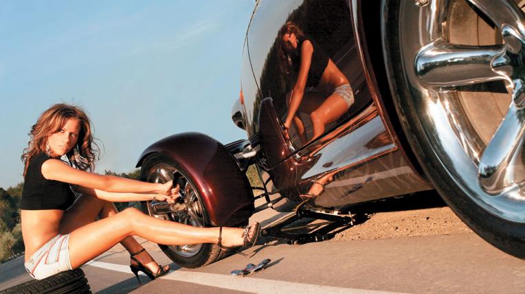 Những cô nàng sửa xe nóng bỏng