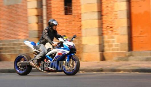 """""""Choáng"""" với Suzuki GSXR750 độ drag racing ở Sài Gòn - 1"""