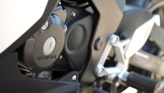Honda CBR150R: Ông vua của mô-tô hạng ruồi - 3