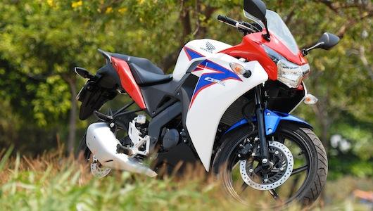 Honda CBR150R: Ông vua của mô-tô hạng ruồi - 1
