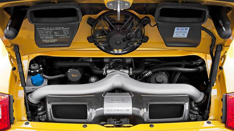 Nissan GT-R 2013 vs Porsche 911 Turbo S 2012