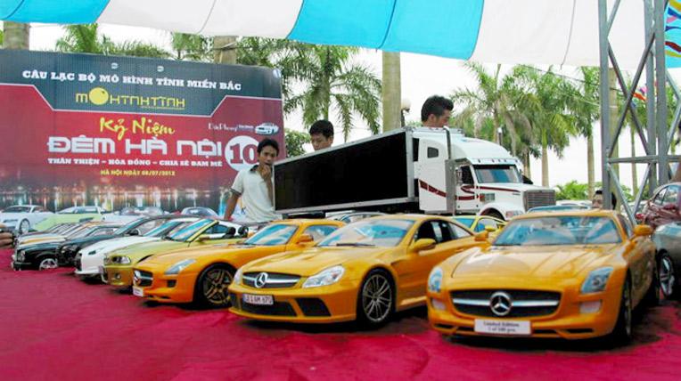 Hàng trăm siêu xe mô hình hội tụ tại Đêm Hà Nội