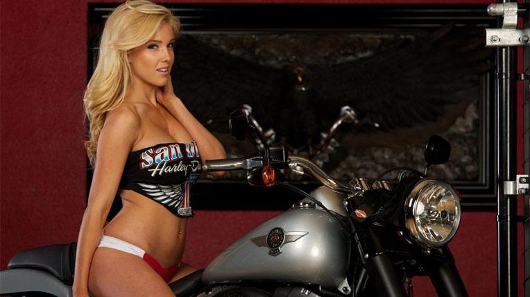 Người đẹp thả hồn bên Harley-Davidson