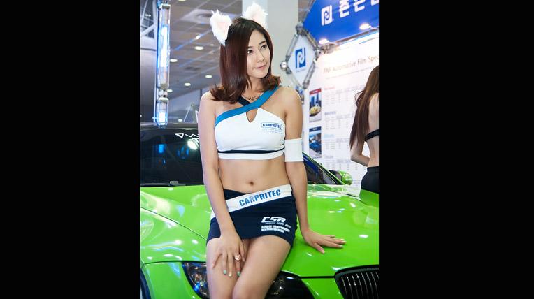 Chân dài nhí nhảnh tại triển lãm xe độ xứ Hàn (2)