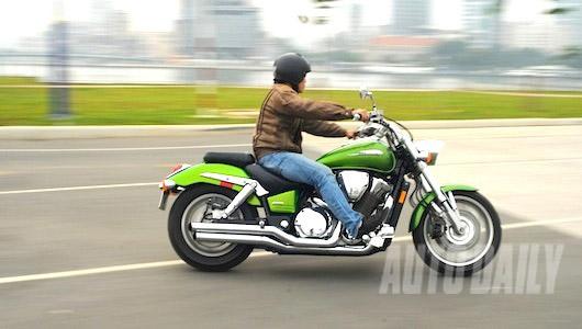 """Thuần phục """"thần sấm"""" Honda VTX1800 - 1"""