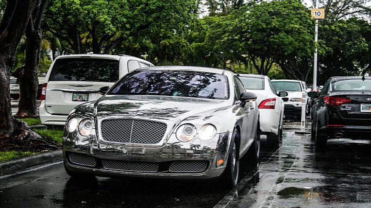 "Bentley Continental GT mạ c-rôm ""tắm mưa"""