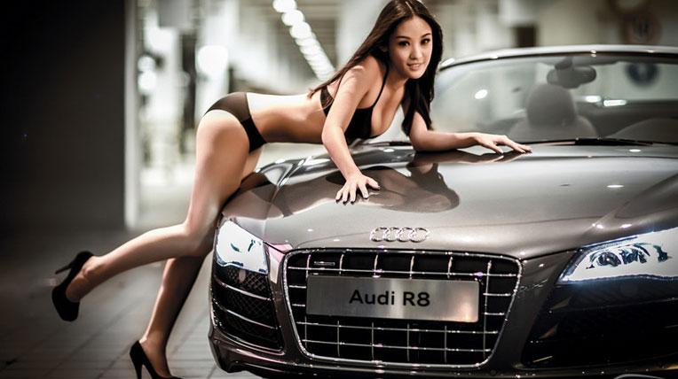 Khoe đường cong nóng bỏng bên Audi R8
