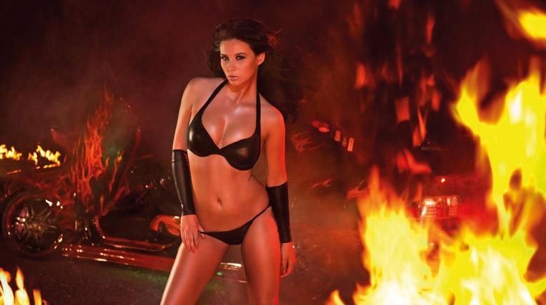 """Rực lửa với người đẹp bên """"xế độ"""""""