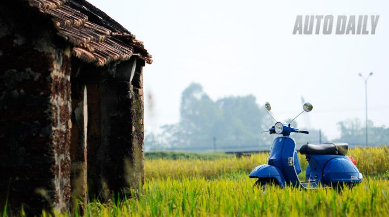 Ngắm Vespa PX 2012 tại làng cổ Đường Lâm