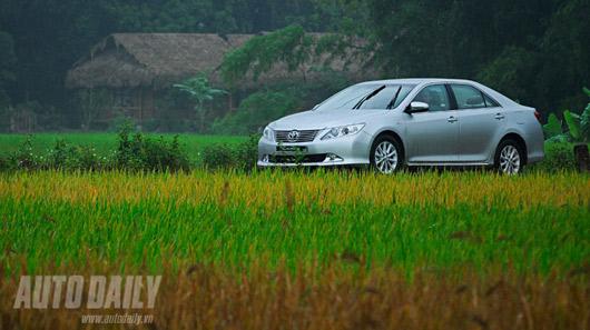 """Toyota Camry 2.0E """"áp đảo"""" Altis 2.0 và Civic 2.0 - 3"""