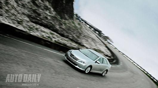 """Toyota Camry 2.0E """"áp đảo"""" Altis 2.0 và Civic 2.0 - 4"""