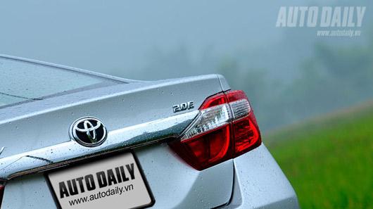 """Toyota Camry 2.0E """"áp đảo"""" Altis 2.0 và Civic 2.0 - 2"""