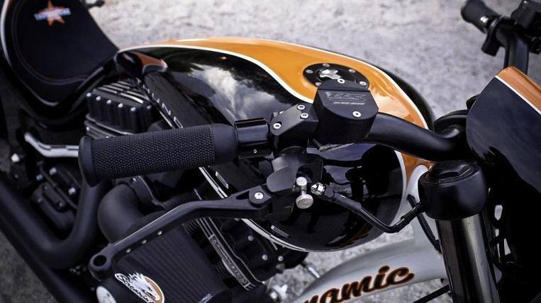 Thunderbike R-Odynamic và người đẹp sexy