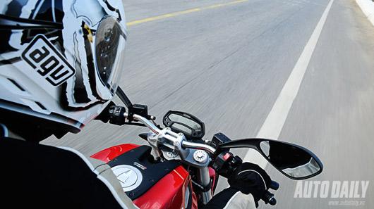 """Cảm nhận """"quái vật"""" Ducati Monster 795 trên đường phố Việt - 4"""
