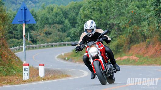"""Cảm nhận """"quái vật"""" Ducati Monster 795 trên đường phố Việt - 1"""