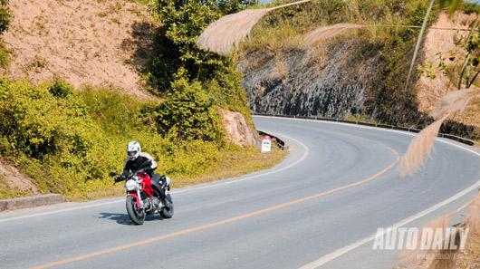 """Cảm nhận """"quái vật"""" Ducati Monster 795 trên đường phố Việt - 3"""