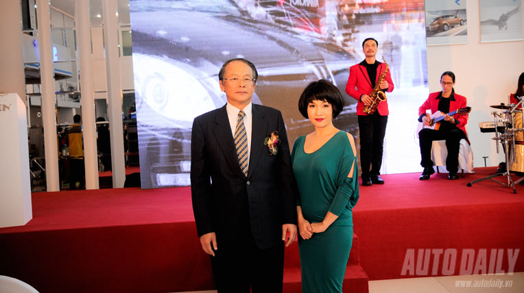 Mỹ Linh tham dự lễ khai trương showroom Luxgen
