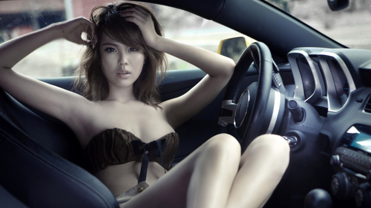Sexy tột đỉnh bên Chevrolet Camaro