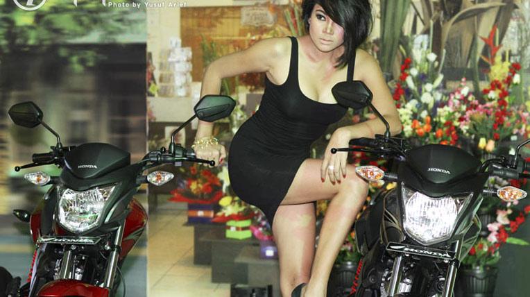 """Chân dài """"đốt cháy"""" mô-tô giá rẻ Honda Verza 150"""
