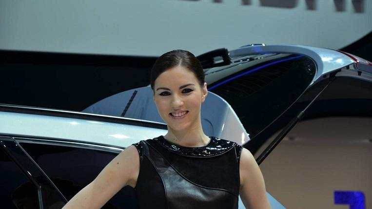 Người đẹp ở triển lãm ôtô Geneva