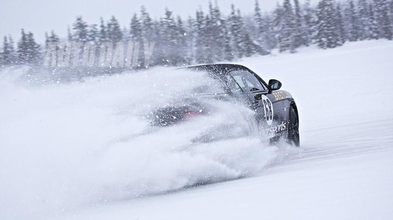 Drift xe Bentley trên băng tuyết