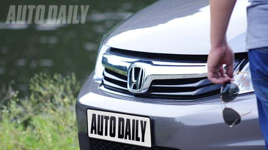 Đánh giá Ford Focus Titanium + và Honda Civic 2.0 - 3