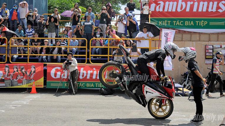 Trình diễn môtô mạo hiểm tại Việt Nam